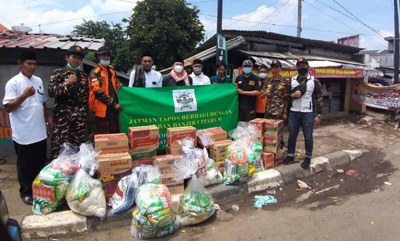 Ghusniyyah Tapos Berikan Bantuan Kepada Warga Terdampak Banjir di Bekasi